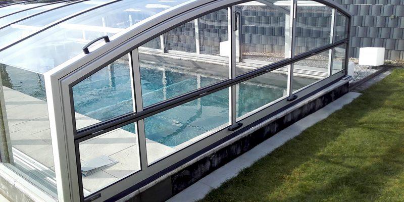Komfortable Stehhoehe im Schwimmbad