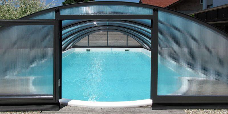 Mittelhohe Schwimmbadueberdachung
