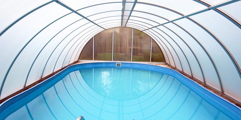 Feststehende Schwimmbadueberdachung