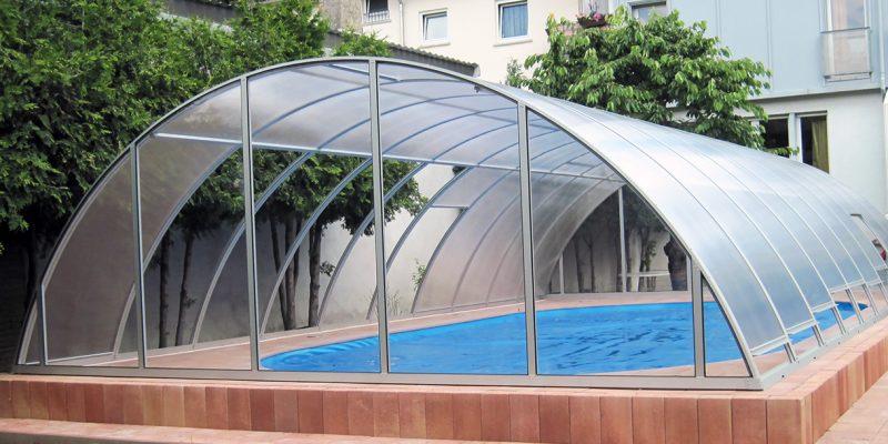 Stufenlos-einstellbare Dachflaechen-Poolueberdachung